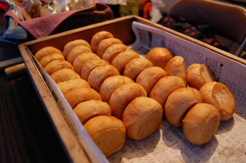 さあ、記念すべき第1回木の花夏祭りの売り上げ第1位を獲得したのは。。。夏祭り実行委員長も務めたれいかの手作りクッキー&パン屋さん。売り切れ御礼、102konoをGETしたのでした。