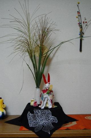 朝、きょうこちゃんが摘んできてくれたすすきさんは、ヤスエさんが手作りのうさぎさんと一緒に飾ってくれました。