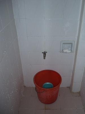 シャワーのないシャワールーム(!)