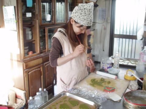 今日はクリスマス用のクッキー作りをしているちーちゃんは、いつもとっても楽しそうに幸せそうにお菓子を作ってくれます。「お菓子好きの私としては、思い浮かんだお菓子をぱっと作るのが好き!失敗する時もあるけれど(笑)、洋菓子から和菓子までどんどん新しいものに挑戦するのが好き!」