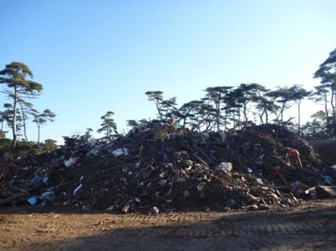 網地島のゴミのや山