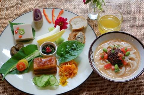 8月のメニュー:コク旨!冷し豆乳担々麺&沖縄料理