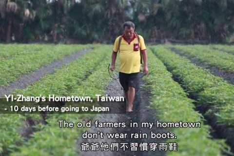 裸足で農薬をまく台湾の男性