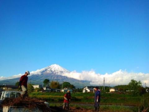 富士山の麓ではたらく