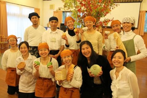 お茶会製作チーム。パパイヤを持ってるのがみさこ。