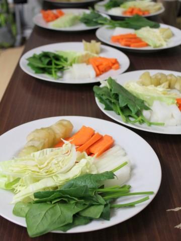 天然循環法の野菜を試食